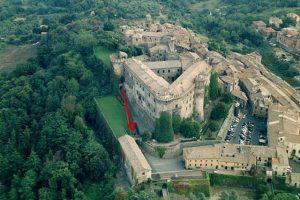 """""""I Medici"""" s01e01: visuale dell'inquadratura dell'ingresso a casa del cardinal Cossa"""