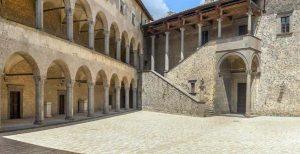 Castello di Bracciano: corte interna