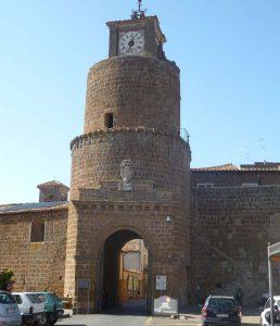 cinta muraria di Barbarano Romano con la torre