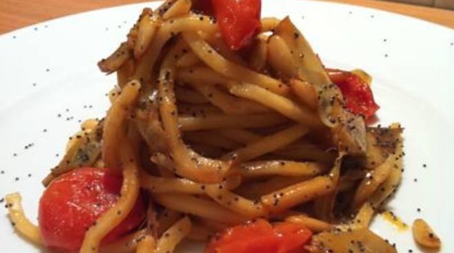 gli strozzapreti cucinati con i pomodori pachino