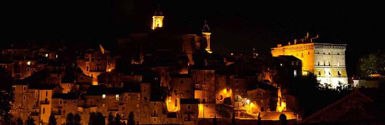 Il centro storico di Vignanello in notturna