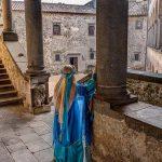 la principessa Artemisia guida i visitatori nel castello di Bracciano