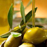 olio appena spremuto e olive