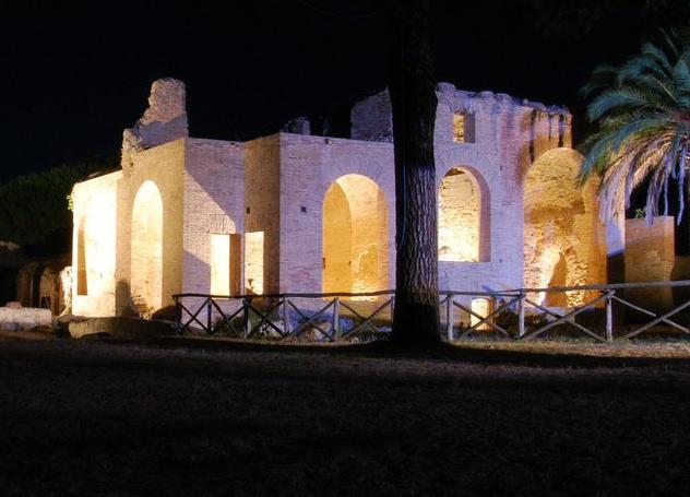 le Terme di Traiano di Civitavecchia di notte