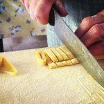 La Contrada Casenove prepara le fettuccine per la sagra