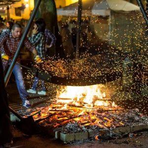 preprazione delle caldarroste durante la Sagra della Castagna Locale a Manziana