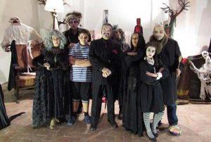 famiglia Addams nel castello di Bracciano per festeggiare Halloween