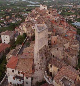 il borgo medievale di Monte San Biagio ripreso dal drone